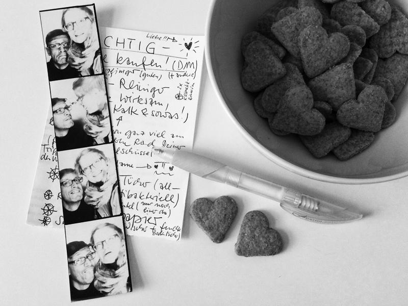140601-lydiaherms-kekse-automatfoto_mannundich_800x600_bw